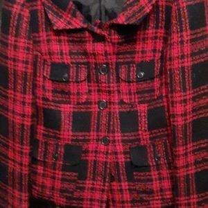 Plaid jacket perfect for this winter to wear wth j